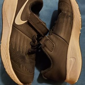 Toddler velcro nike shoes 11.5c